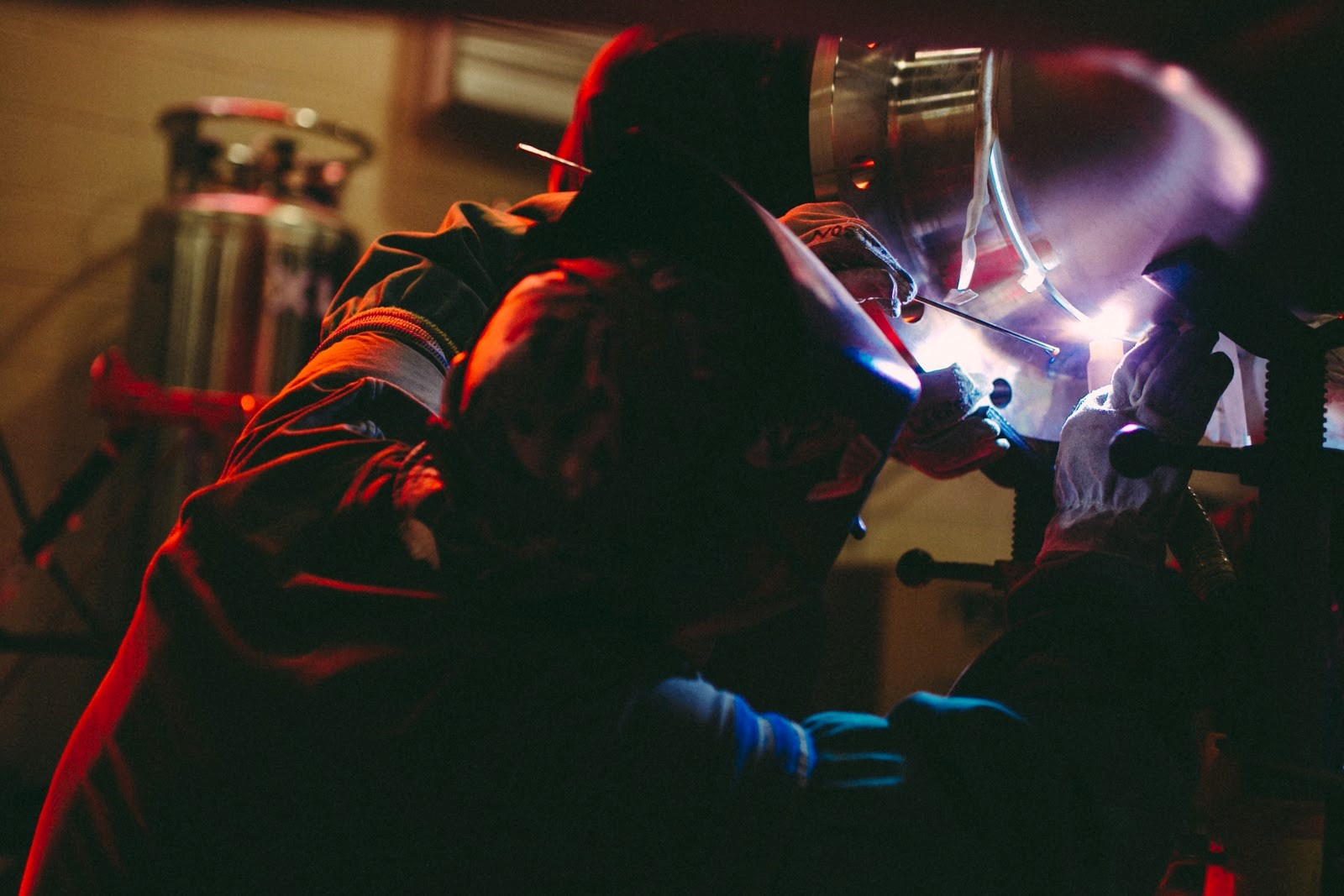 Sản xuất kết cấu thép với tiêu chuẩn nghiêm ngặt để đảm bảo chất lượng tốt nhất